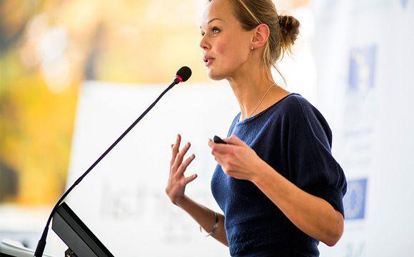 Apprendre à lâcher prise pour gérer un discours en public