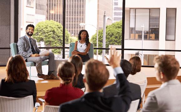 Ne pas oublier d'interagir constamment avec votre public lors de votre prise de parole.